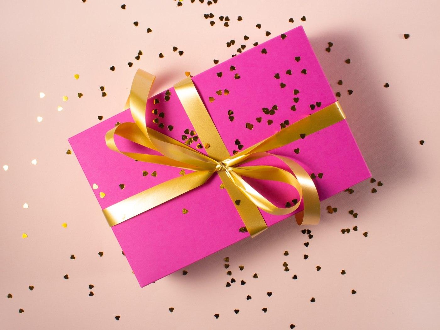Geschenke An Mitarbeiter So Bleiben Deine Sachbezuge Steuerfrei