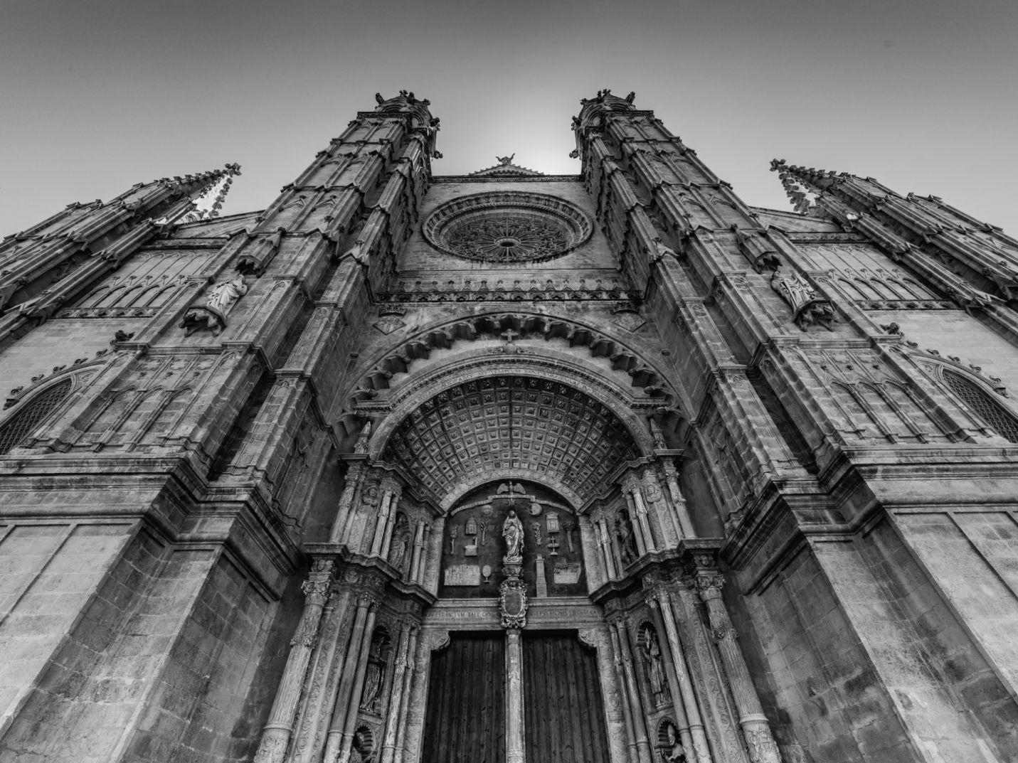 Die Kathedrale von Palma zählt zu den größten Wahrzeichen der Stadt.