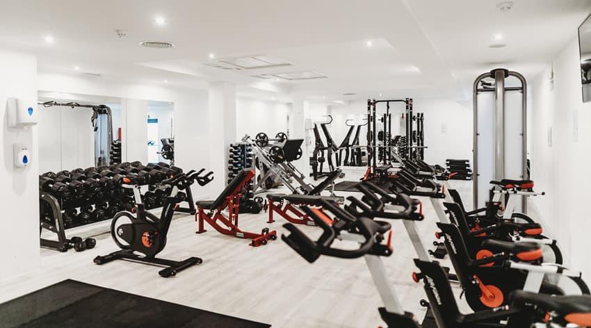 Ausstattung eines Fitnessstudios